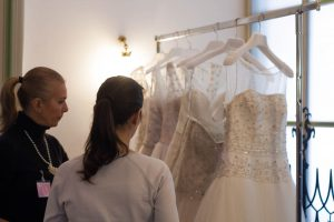 scelta dell'abito da sposa con La Fata Madrina Alessandra Cristiani