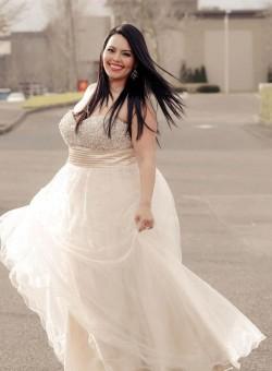 abito-da-sposa-taglie-forti-corpetto-cintura