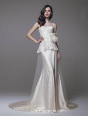 vestito da sposa a sirena decollete in pizzo valencienne e satin blumarine