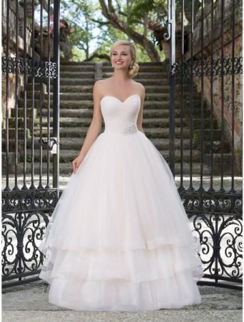 vestito da sposa sincerity in tulle drappeggiato con gonna ampia a tre balze bordo pizzo cintura strass decollete scollo a cuore