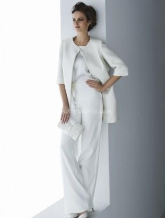 vestito da sposa casacca e pantalone dritto con cappottino in lana manica tre quarti
