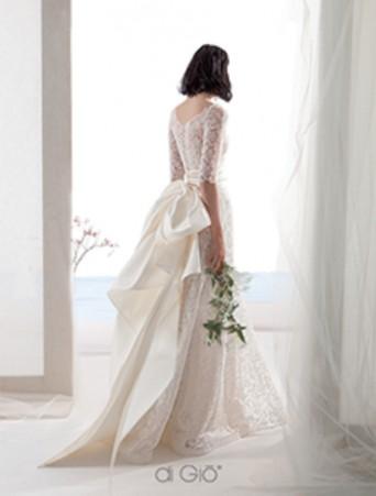 vestito da sposa le spose di giò la sirena doppiato in pizzo chantilly manica tre quarti grande fiocco in taffetà sul dietro