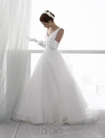 vestito da sposa con gonna ampia in tulle e organza corpetto con scollo a V in raso drappeggiato