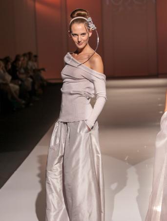 abito da sposa Tosca spose due pezzi, maglia in lana con pantalone in taffetà
