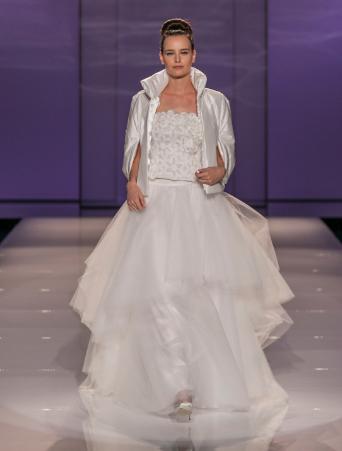 vestito da sposa Tosca Spose due pezzi corpetto in lana mohair gonna in organza con cappa imbottita in taffetà