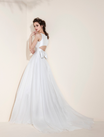 abito da sposa corpetto in mikado scollo americana gonna ampia in tulle cintura con nervoures schiena particolare