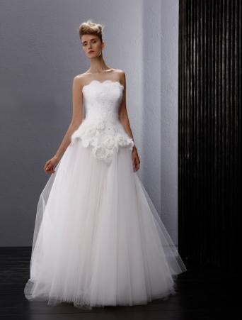 vestito da sposa due pezzi con corpetto in pizzo di lana mohair lavorato a mano poggiato su base in mikado e gonna ampia in tulle