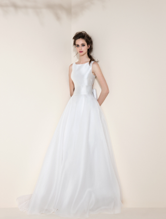 abito da sposa corpetto in mikado scollo americana gonna ampia in tulle cintura con nervoures