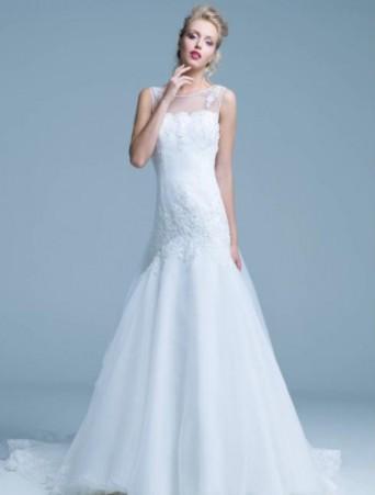abito da sposa bianco mezza sirena in pizzo ed organza con scollo velato