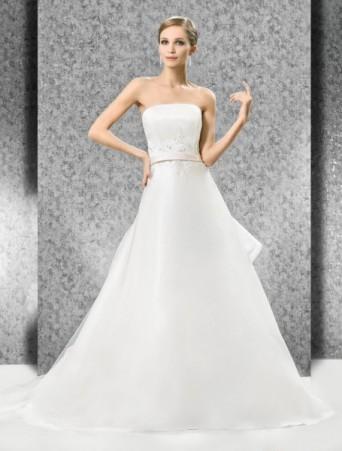 vestito da sposa gonna svasata in organza decolletè con taglio dritto