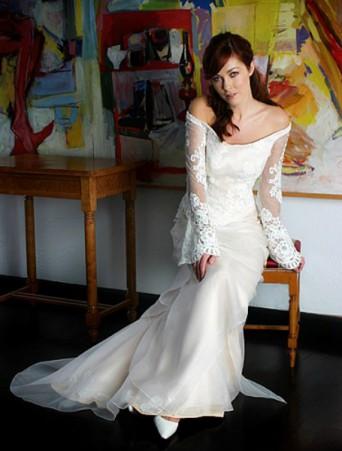 vestito da sposa scivolato Joelia scollatura omerale manica lunga svasata pizzo rebrodee ed organza