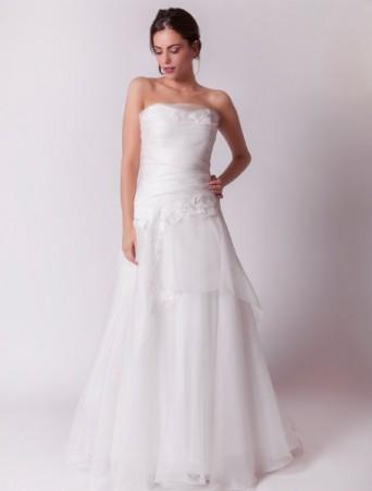 vestito da sposa joelia svasato in organza con applicazioni in pizzo e corpetto drappeggiato ad incroci