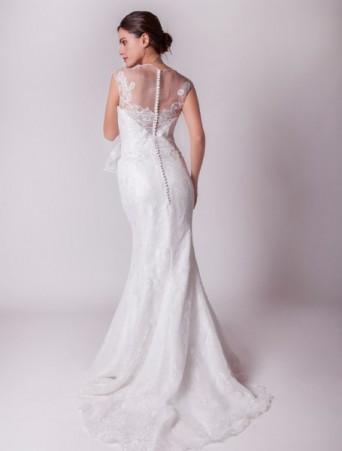 joelia vestito da sposa in pizzo e organza a sirena con effetto tattoo sulla schiena velata e bottoncini