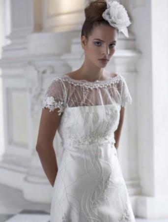 vestito da sposa vittoria bonini maniche corte svasato doppiato in organza operata decorata con bordi in pizzo