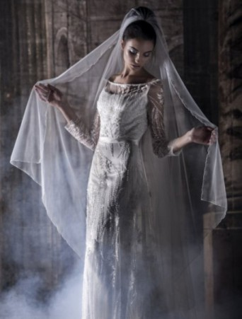 vestito da sposa Vittoria Bonini scivolato doppiato con pizzo su tulle scollo a barca velo lungo organza