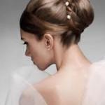 aconciatura sposa chignon composto con perle