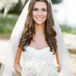acconciatura sposa con capelli lunghi sciolti e velo
