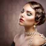acconciatura sposa anni trenta ad onde con perle