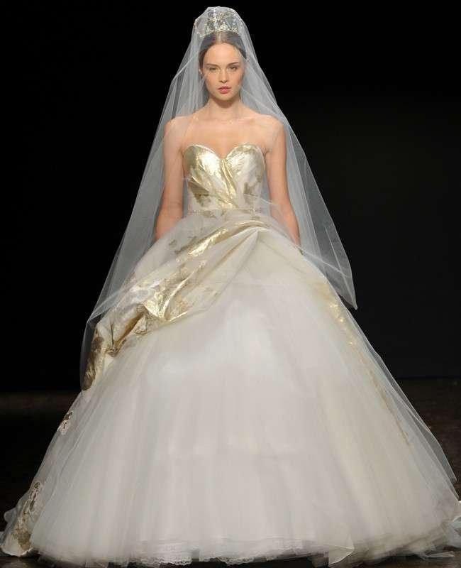 abito da sposa stile principessa avorio e oro