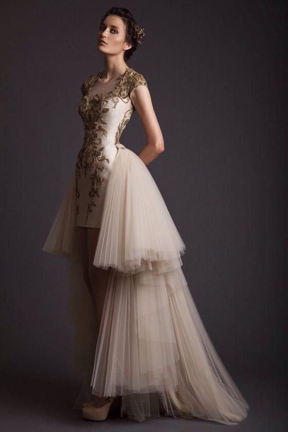 abito da sposa corto con sopragonna in tulle avorio e oro