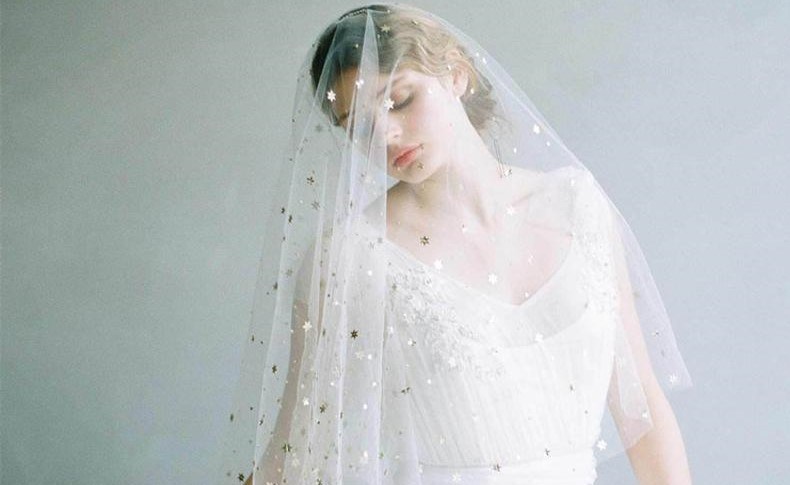 velo da sposa con stelle dorate