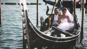 sposi in gondola a Venezia