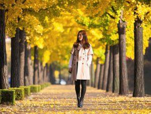 passeggiata nel parco sposa