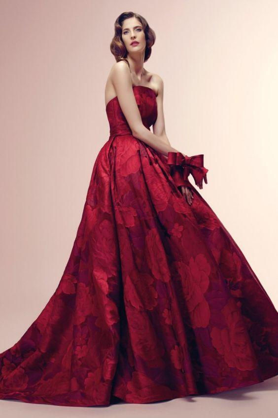abito da sposa decolletè rosso cupo stampa a fiori
