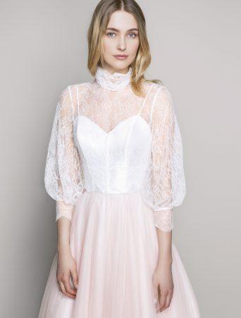 vestito da sposa Le Spose di Giò gonna svasata corpetto a sottoveste camicia in pizzo chantilly collo alto maniche ampie