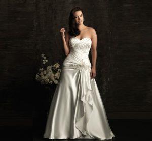 vestito da sposa curvy con drappeggi
