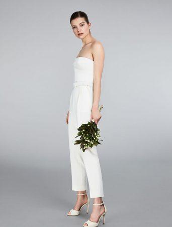 vestito da sposa tuta bustier max mara in raso doppio con bustino costruito e pantalone a sigaretta alla caviglia con cintura in tessuto chiusura con lampo invisibile sul retro.
