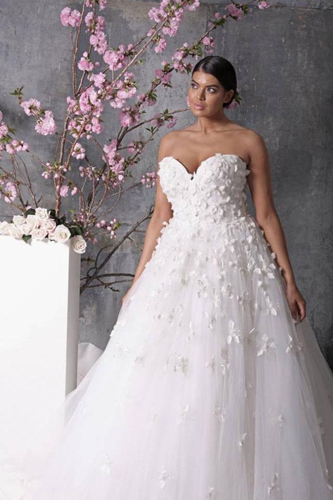 abito da sposa curvy Christian Siriano ampio scollo a cuore