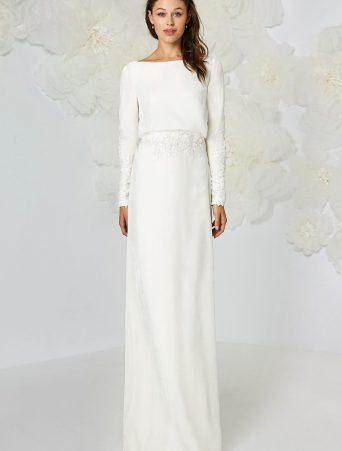 vestito da sposa Atelier Emè tubino lungo in cady con applicazioni in pizzo e giacchino abbottonato dietro