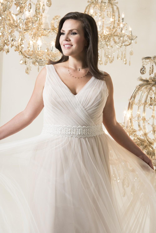 vestito da sposa curvy, scollo a v con drappeggio