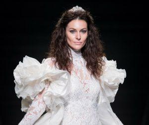 vestito da sposa nicole collezione 2019 ampie spalle con rouches