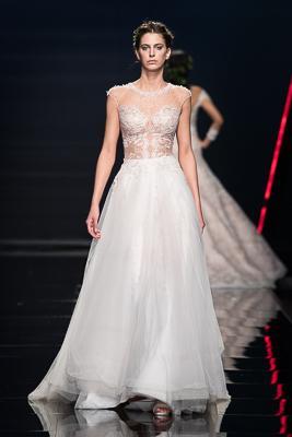 vestito da sposa Emiliano Bengasi collezione 2019 corpetto trasparente effetto nude