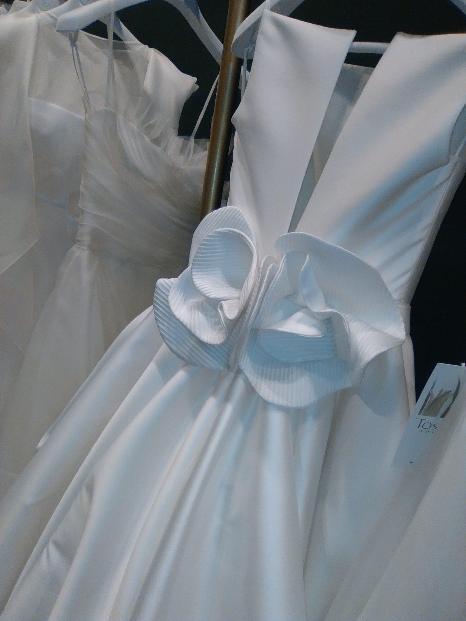 Particolare di un abito da sposa Tosca Spose, fiore con lavorazione nervoures