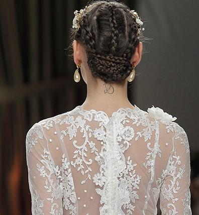abito da sposa particolare schiena in pizzo a fiori
