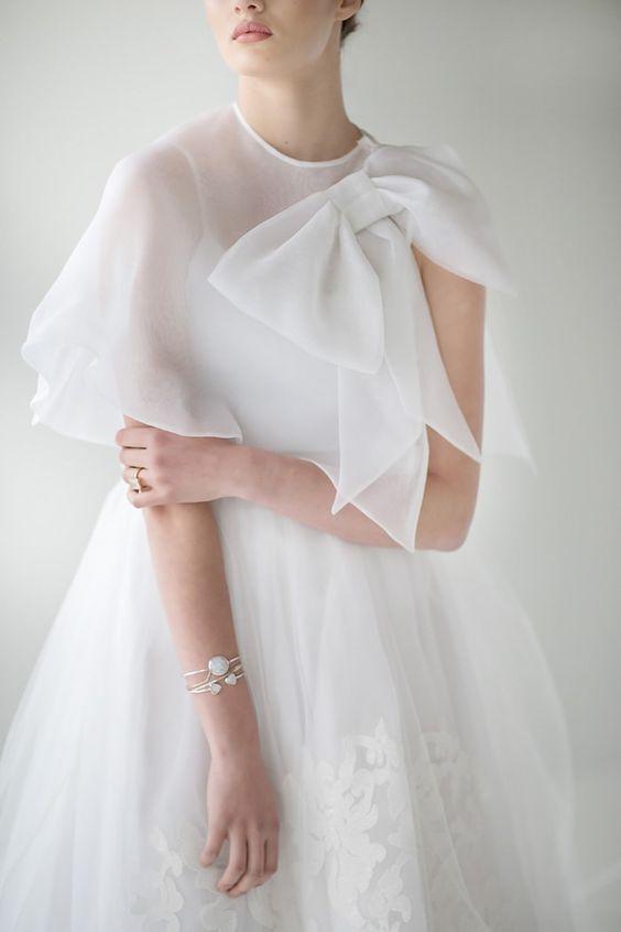 mantellina in organza sposa con grande fiocco