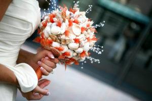 bouquet da sposa realizzato con conchiglie