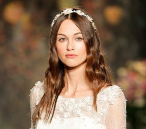acconciatura sposa con capelli sciolti mossi