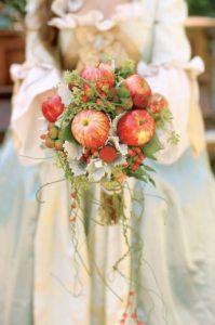 bouquet da sposa realizzato con mele