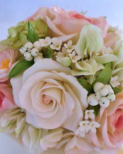 bouquet da sposa realiizzato con fiori di zucchero