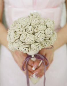 bouquet da sposa realizzato all'uncinetto