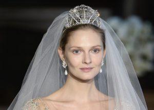 acconciatura sposa con diadema