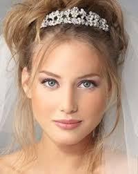 messy chignon alto sposa con diadema
