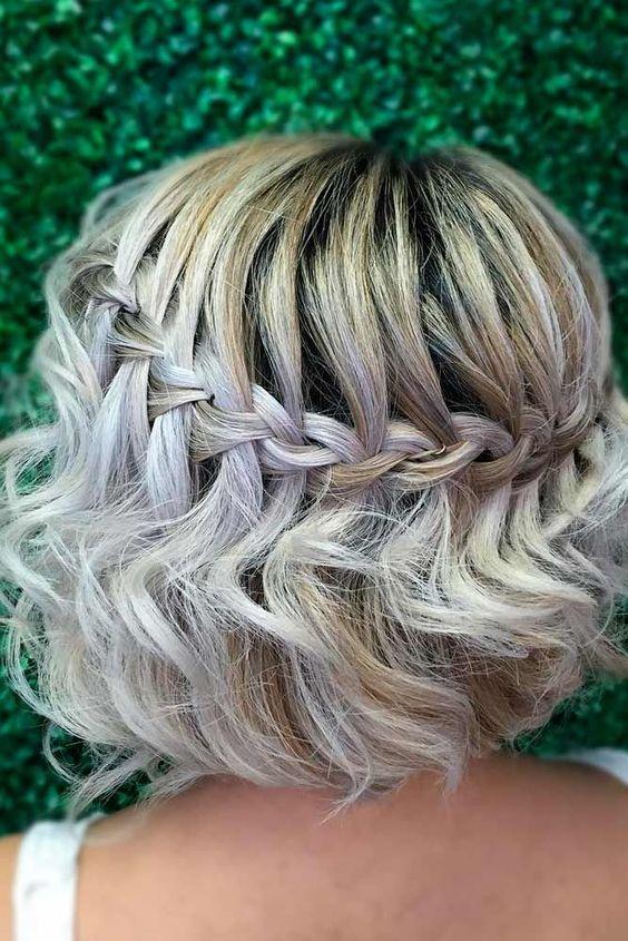 acconciatura da sposa con trecce su capelli corti