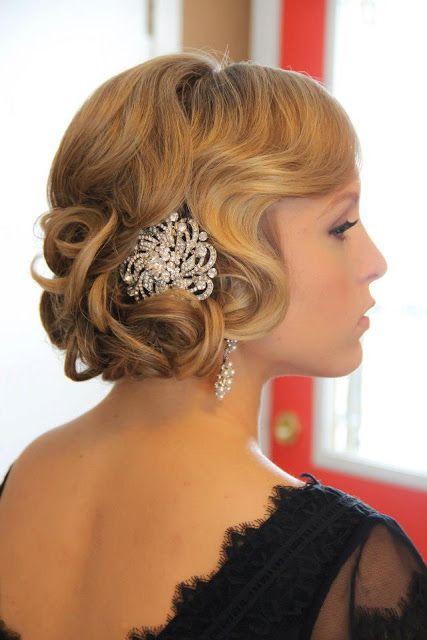 acconciatura per sposa con capelli di lunghezza media anni trenta con fermaglio