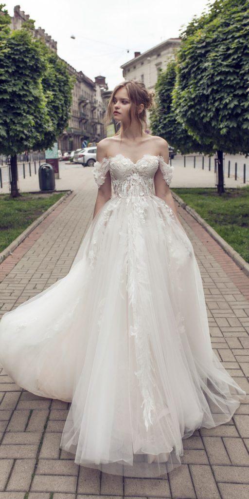 abito da sposa decolletè adatto alle fasi iniziali della gravidanza