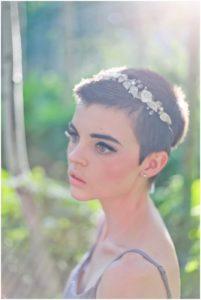 acconciatura per sposa con capelli cortissimi con cerchietto